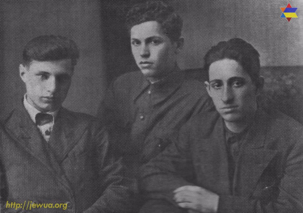 Cousins G.Litmanovich and S. Zhitnitskiy with the friend Y.Gershenko
