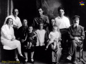 Family of Leivik and Hana Gehtman in 1932