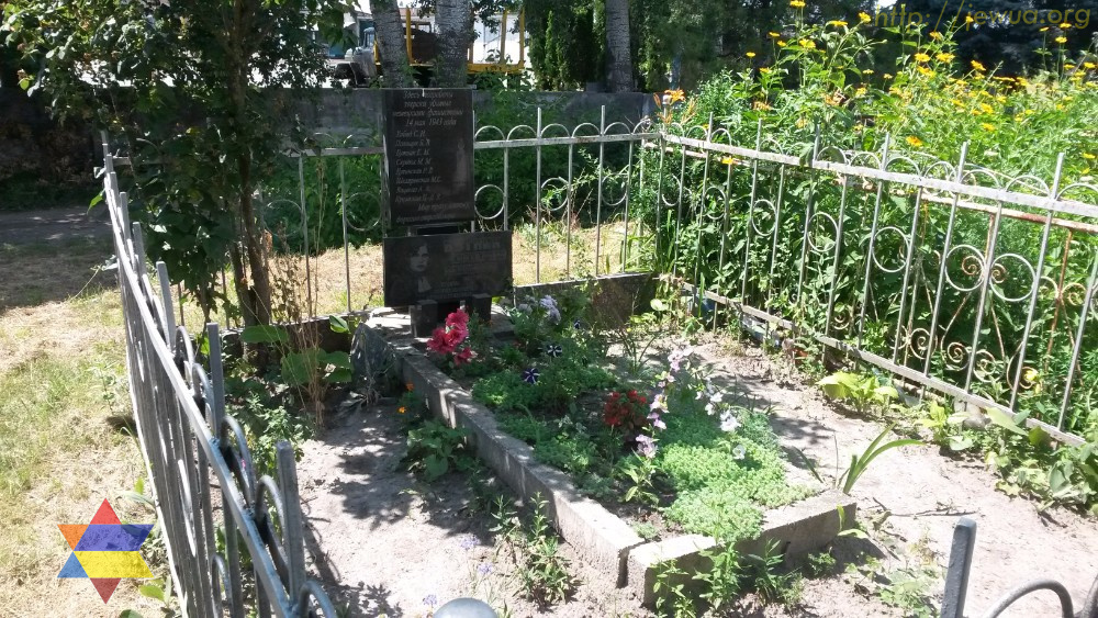 Mass grave of 8 Jewish woman in New Jewish cemetery
