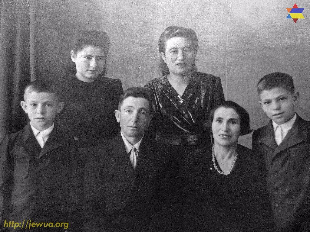 Berl Feldman with his family in Ovruch, 1950's. Photo provided by Raya Turovskaya in 2017
