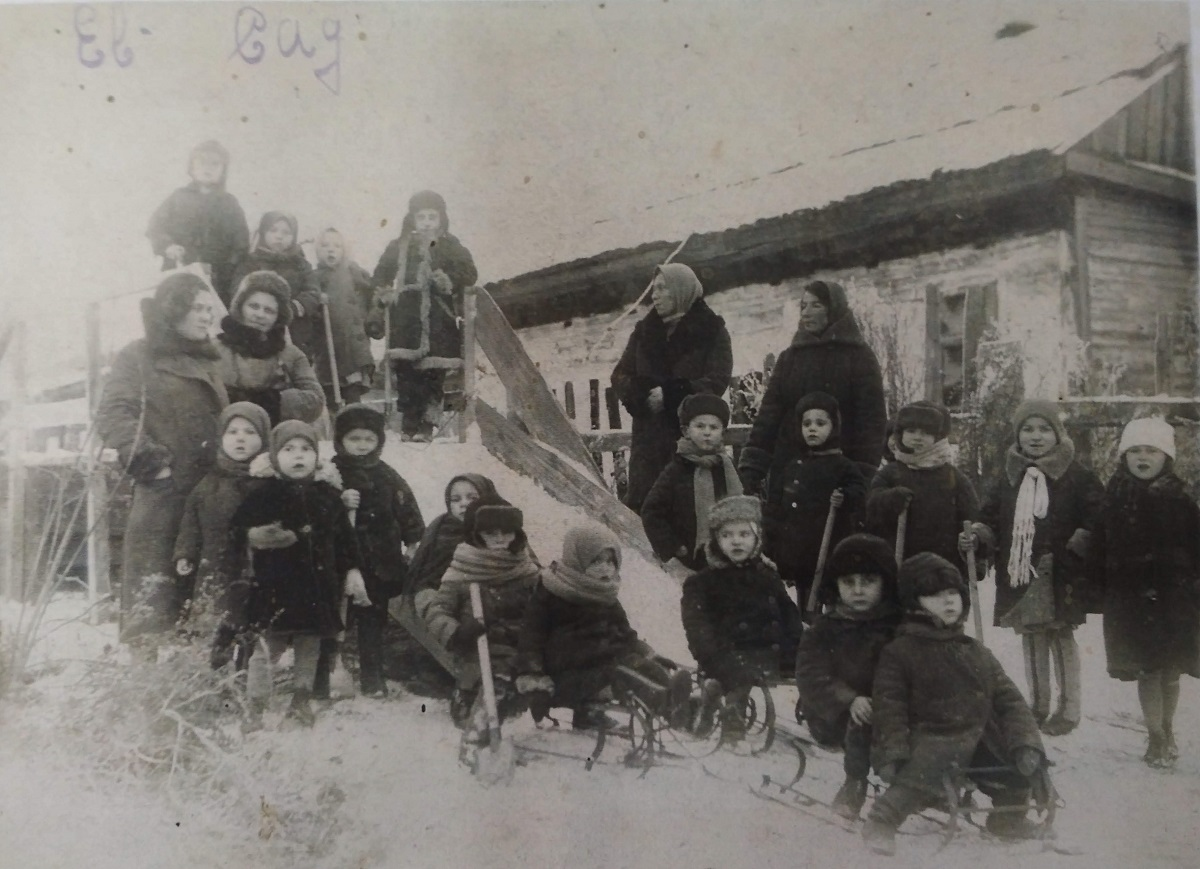 Jewish kindergarten in Malin, 1920's. Photo from collection of Judaica Institute, Kiev.