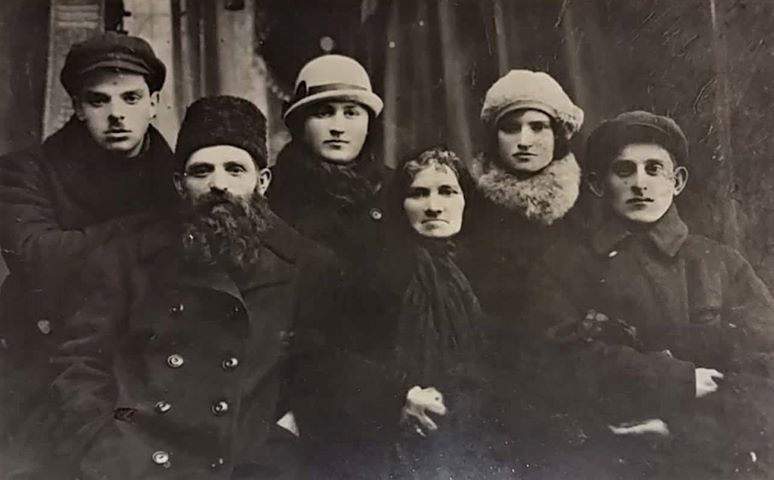 Meir and Tzipora Koretski with sun Aba (killed in action during WWII) with wife Liza (died in evacuation) and daughter Eda with husband Elya (killed in action during WWII). Meir and Tzipora lived in Malin and were killed in Ivankov in 1941. Photo taken in the end of 1930's. Photo provided by Anna Brzyska.