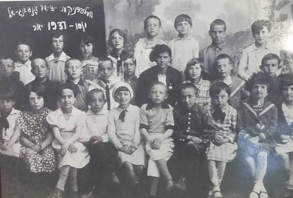 Jewish school in Viledniki, 1937. Photo provided by Iosef Shkolnik