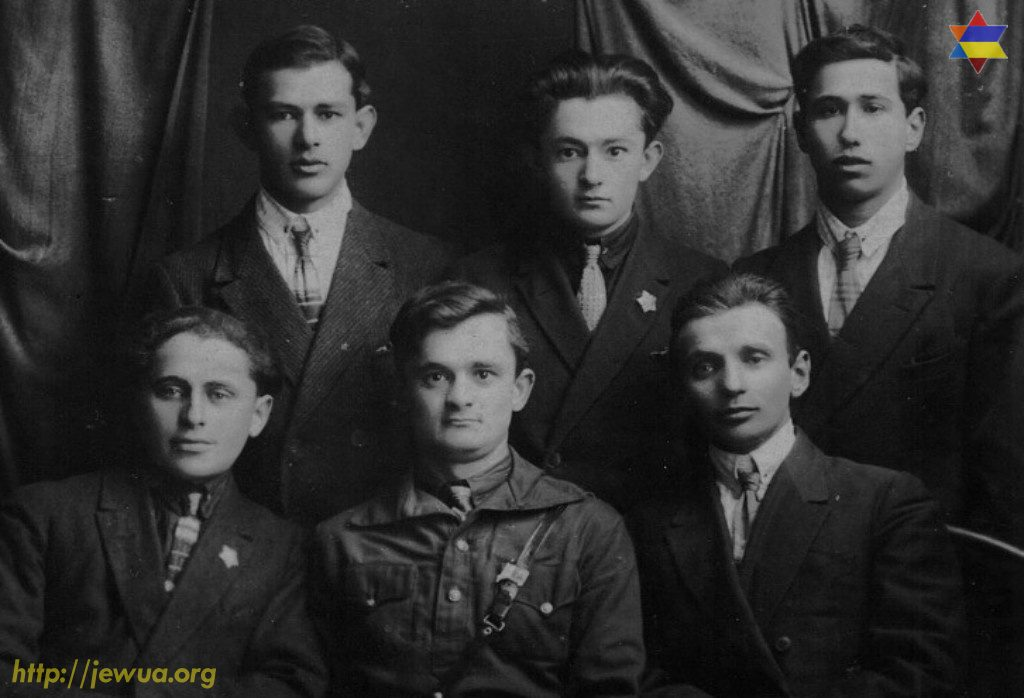Youth group of Jewish activists in Malin, 1925-1928. Head of the group was Srulik Volkovich Kamenir (1905, Malin - 1964, Lvov). He is sitting in the middle. His brother Ydka Volkovich Kamenir(1906, Malin - 1972, Malin) is standing in the middle. Photo provided by Emil Kamenir in 2017