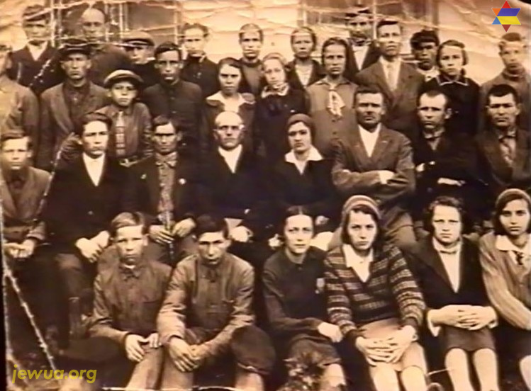 Last class of 7-year Pokotilovo school, 1933. Among kids there are some Jews