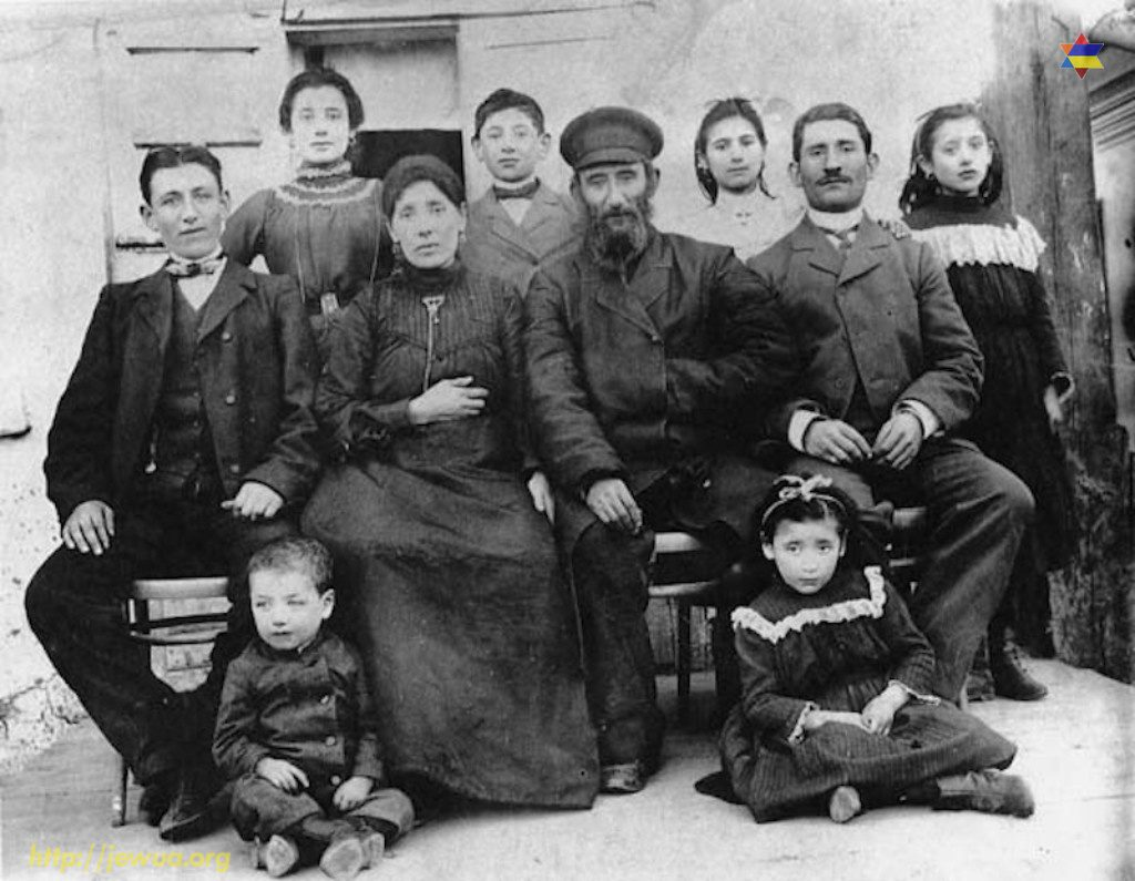 "Valednitzky family in Pokotilovo. Photo taken from <a href=""https://kehilalinks.jewishgen.org/pokatilovo/family_history/family_history_valednitzky.html"">kehilalinks.jewishgen.org</a>"