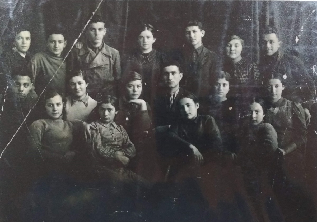 Active members of komsomol and communist's party of Korosten school №4 during their visit to Kiev, 1940. Photo from collection of Judaica Institute, Kiev.