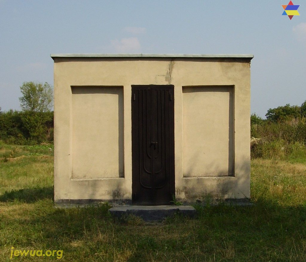 Old ohel of Shpoler Zeide before reconstrruction in 2014
