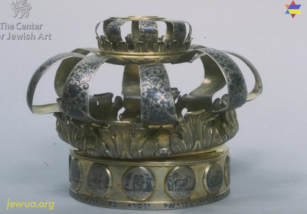 Torah crown from Zlatopol, Museum of Historical treasures in Kiev. Photo by The Center for Jewish Art