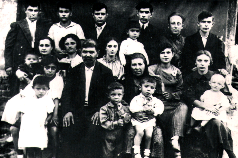 Snaiderman family. Photo made in Kagarlik in the end of 1930's. Provided by Bella-Haya Galich