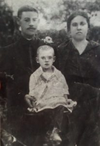 Mikhail and Doba Gutmakher with daughter Maria in Rizhanovka, 1930's. Photo provided by Leonid Braslavskiy