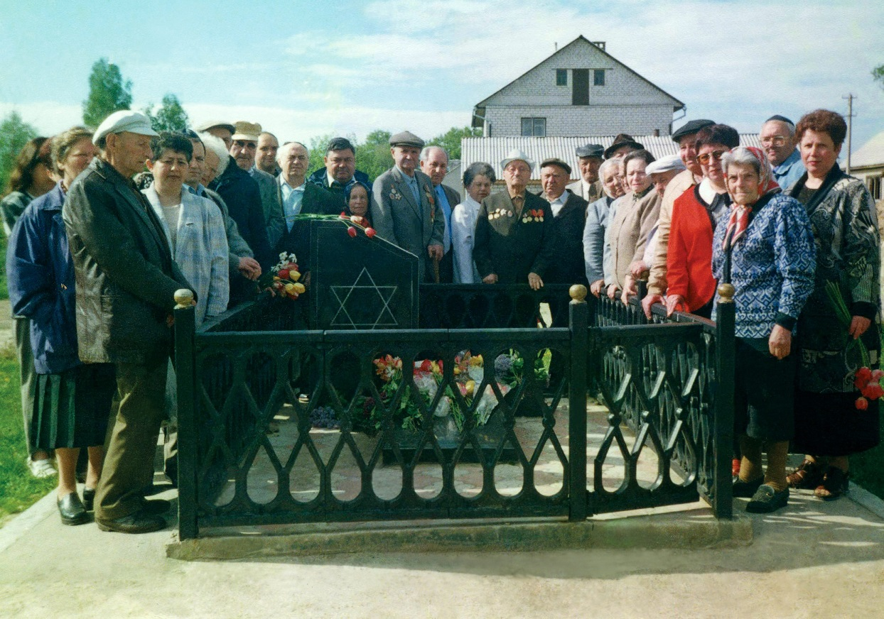Members of Ovruch Jewish community during the opening of Holocaust memorial, 2000's