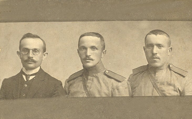 Elya Peisahovich Kipnis (1887-1961) (in the middle) during his service in Russian army, 1917. Photo was sent to his mother in Emilchino
