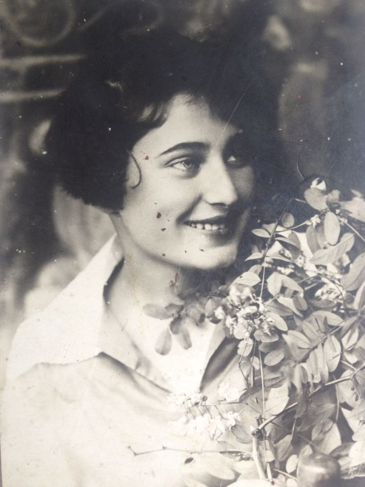 Frida Dashevskaya, preWWII photograher in Kamenka. She died before WWII. Frida was a grandmother's sister of famous Ukrainian journalist Vitaliy Portnikov. He provided this photo in 2020.