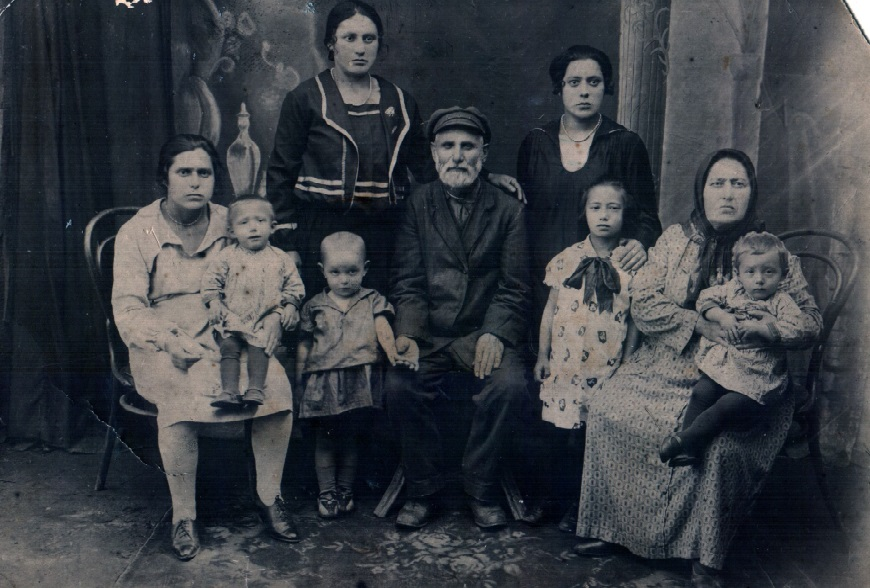 Boguslavskiy family from Sosnovskiy Jewish colony, 1930's