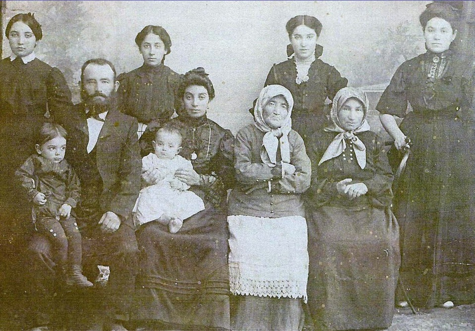 Goldberg family in Alexandrovka, beginning of XX century
