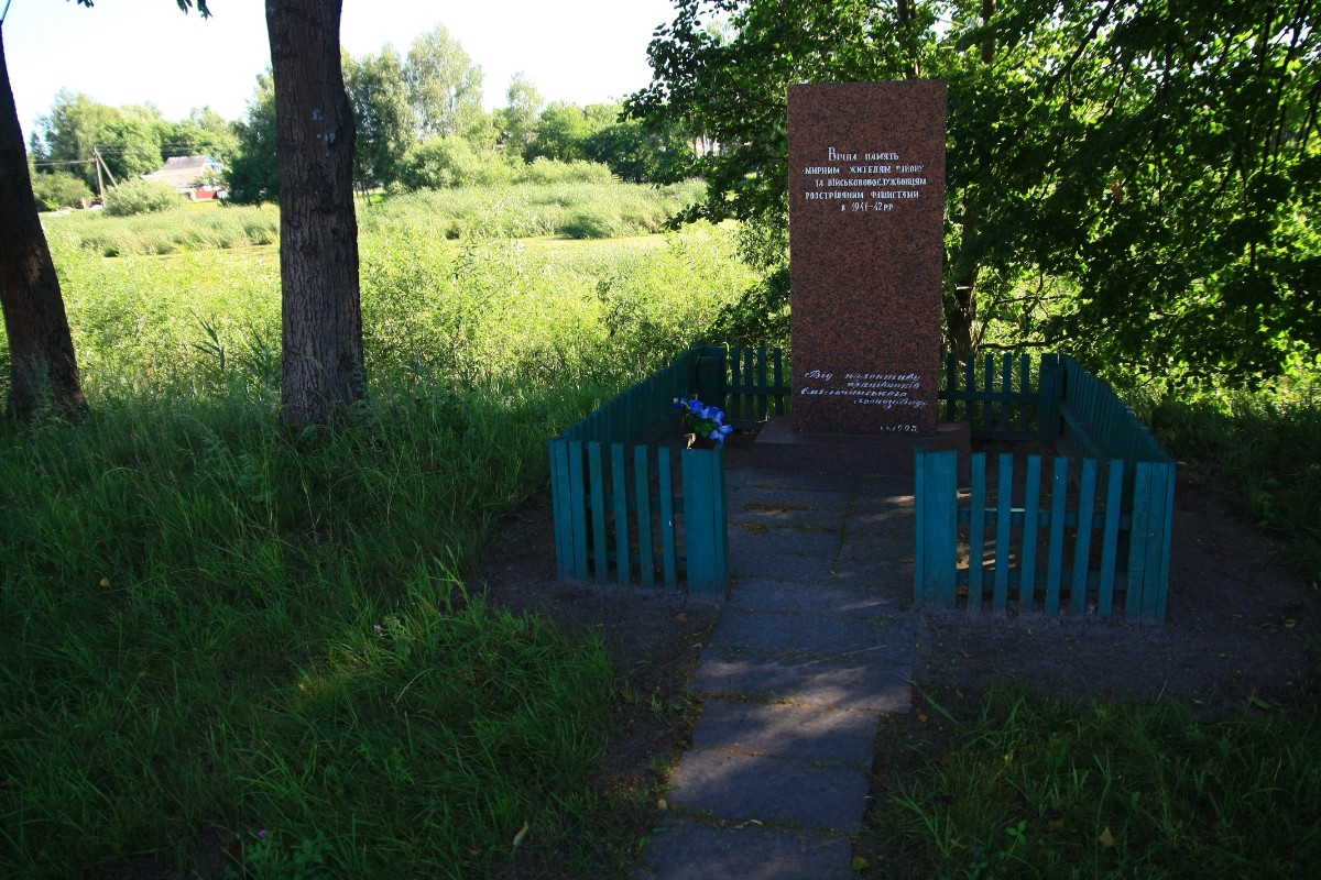 Mass grave of local Jews and POWs near the school in Emilchino