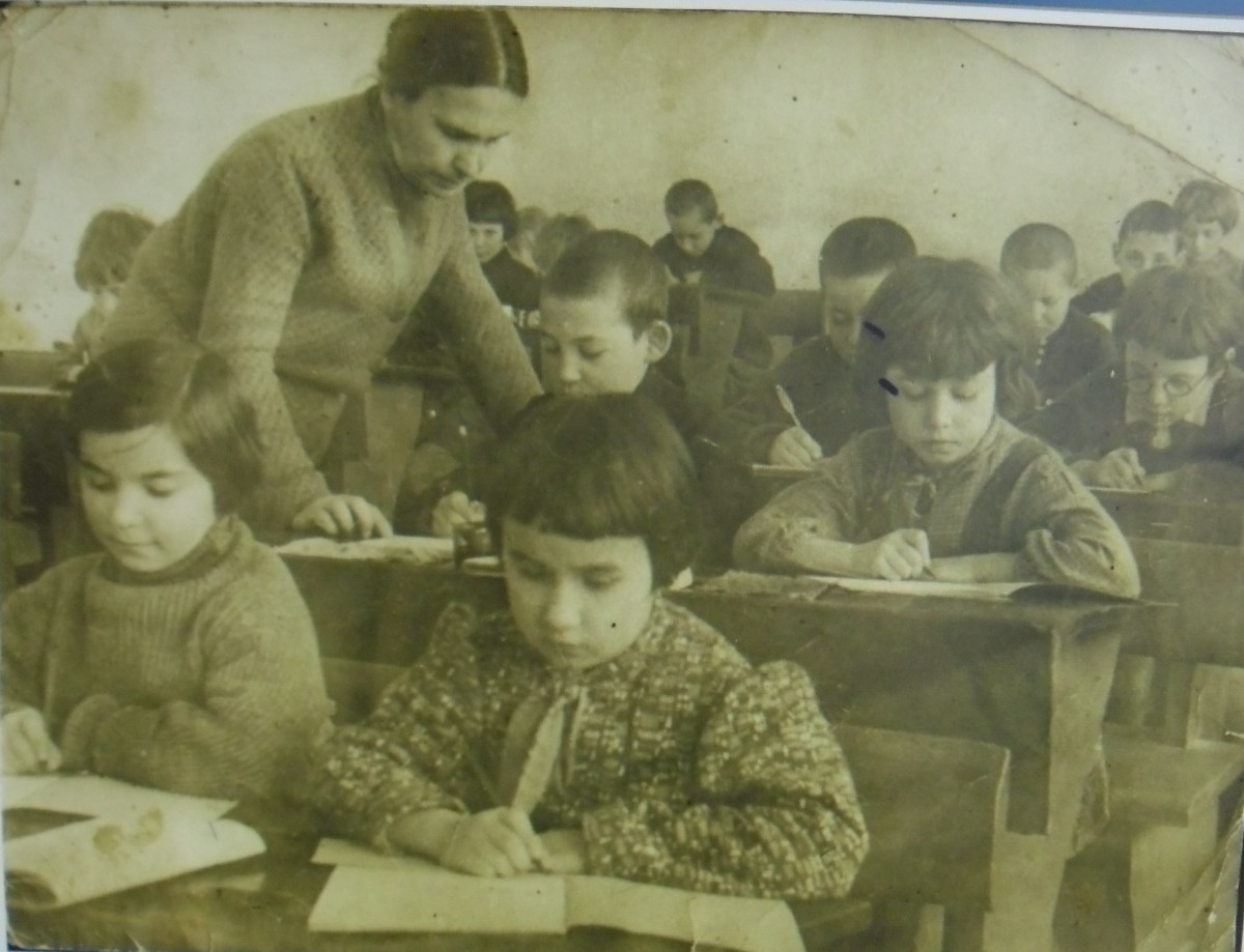 Pupils in Smela school №7, 1941 (few months before the War). Photo provided by Bella Lvovna Koshitskaya (with ink mark). Tanya Uditskaya (sitting in the first row by left) was killed in 1941